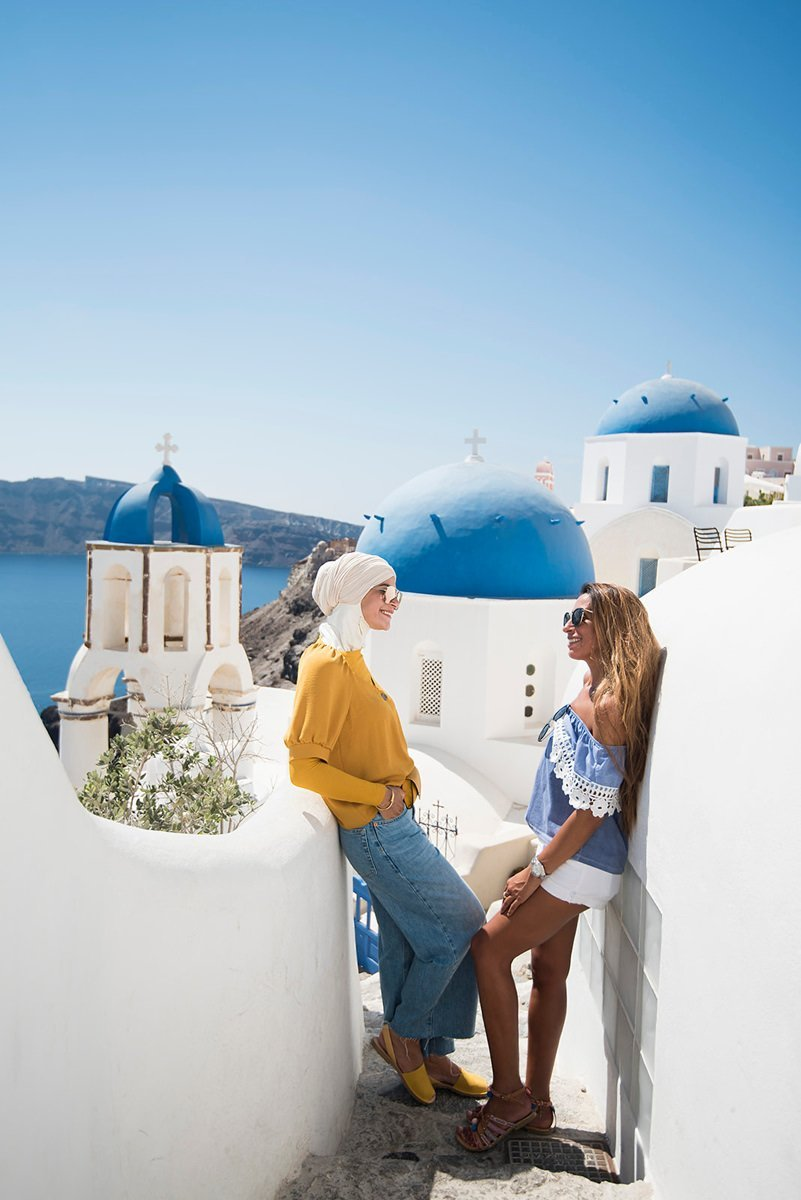 Hire a photographer in Santorini for a photo shoot | AthensPhotoTour com