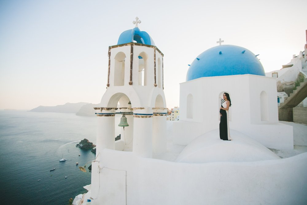 Hire a photographer in Santorini with AthensPhotoTour